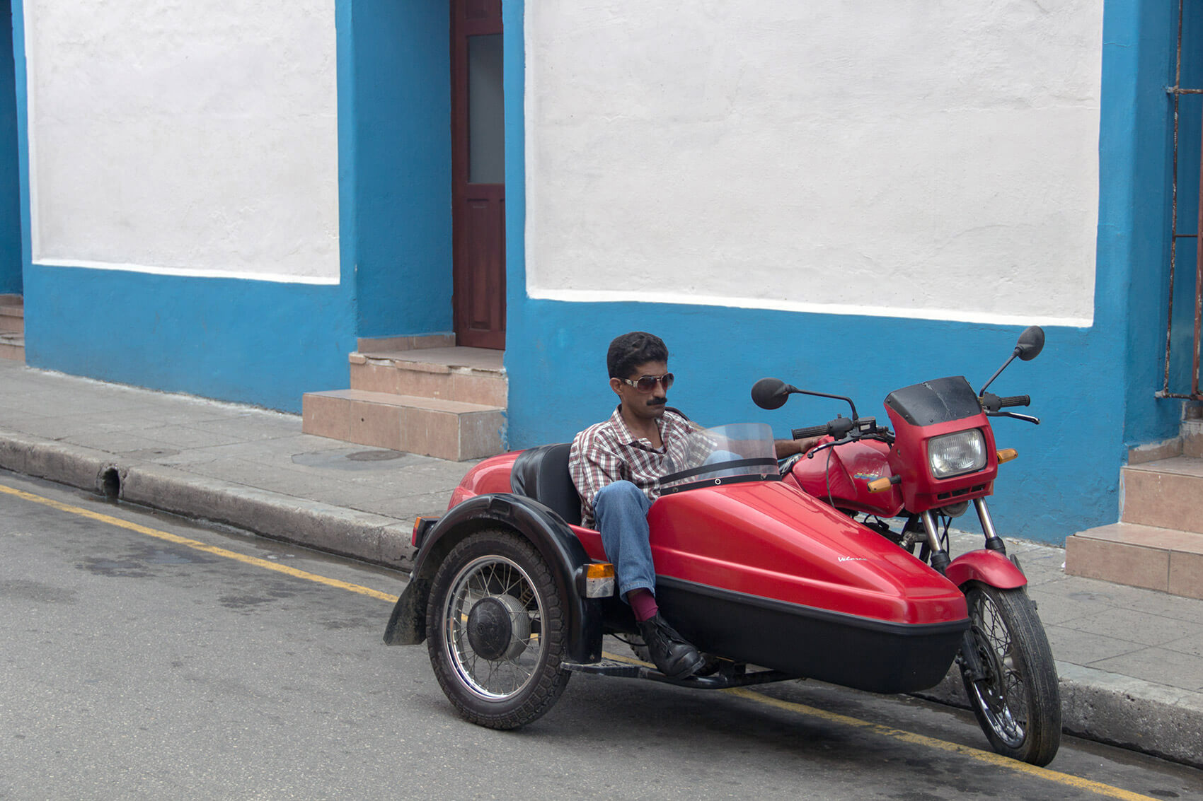 Guy in sidecar in Camagüey