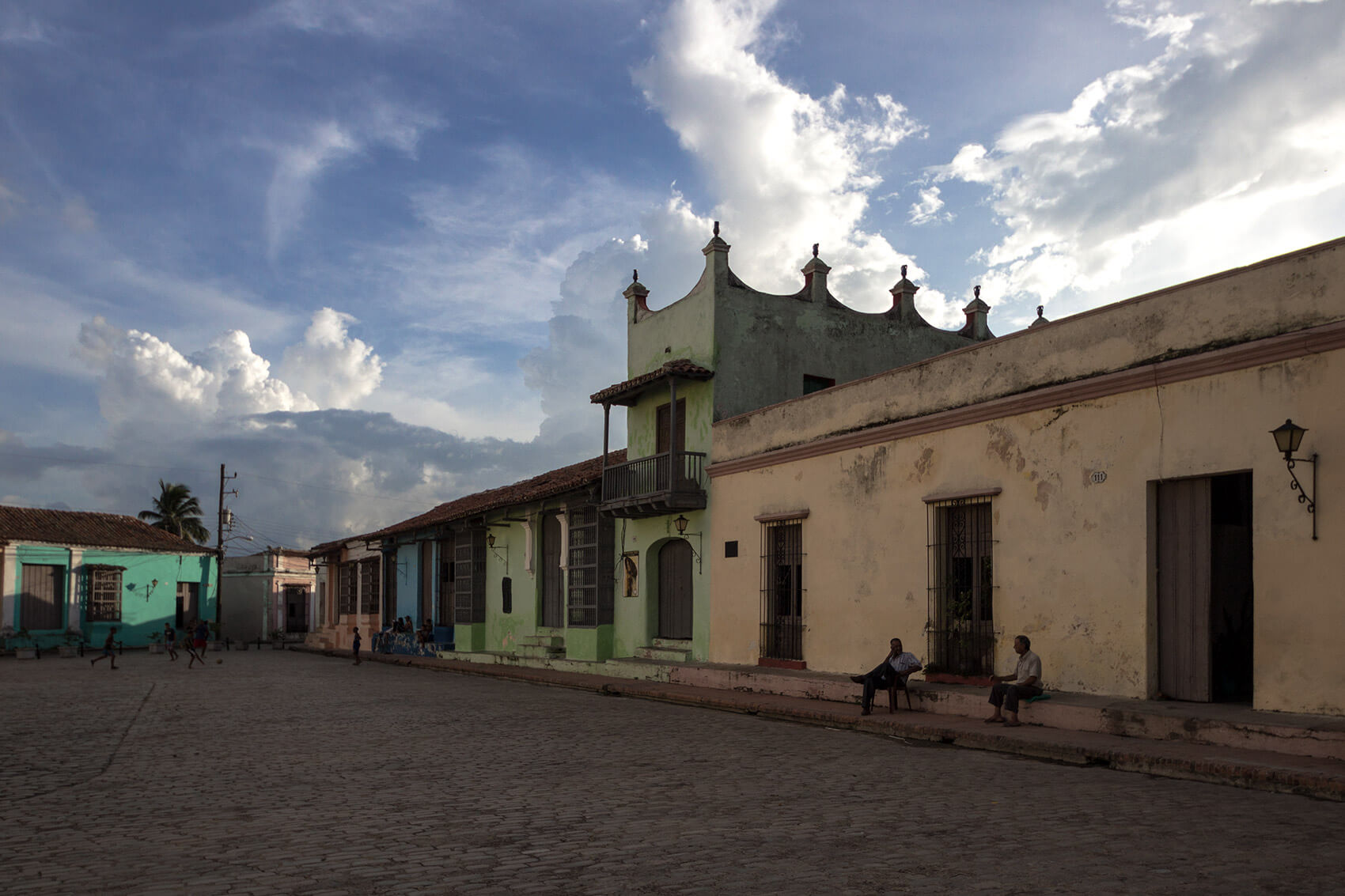 Close to sunset in Plaza San Juan de Dios, in Camagüey
