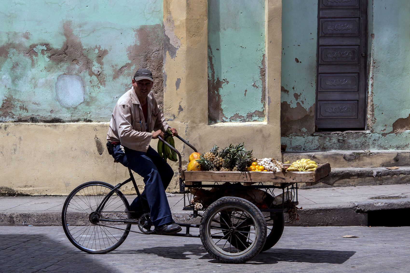 Fruit vendor in Camagüey